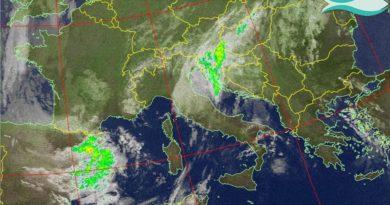 Debole perturbazione in spostamento verso la Sardegna continuerà a favorire annuvolamenti e possibili precipitazioni anche sulla nostra regione. Migliora da giovedì