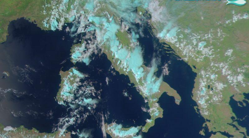 Prosegue il tempo instabile su gran parte delle nostre regioni centrali: nel pomeriggio-sera sono attesi rovesci e temporali anche sulla nostra regione