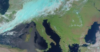 L'Europa vista dal satellite russo METEOR M N°2-2: perturbazione sulle regioni alpine, prosegue il tempo stabile al centro-sud