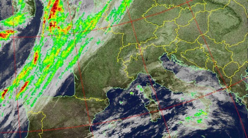 L'arrivo di impulsi di aria umida di origine atlantica favorirà la formazione di annuvolamenti associati a possibili rovesci, specie sul settore occidentale della nostra regione