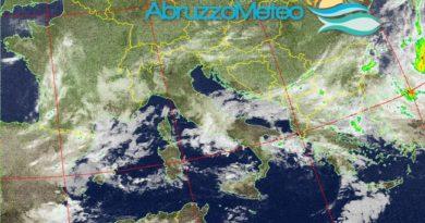 Residue precipitazioni nelle prossime ore, tempo in graduale miglioramento anche se nel pomeriggio di oggi e nel pomeriggio di domenica saranno possibili fenomeni di instabilità sulle zone montuose e sul settore occidentale