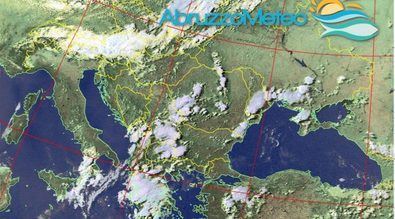 La giornata di martedì sarà caratterizzata da venti freschi di Grecale, possibili fenomeni di instabilità e temperature in generale diminuzione, tuttavia da mercoledì torna l'Anticiclone delle Azzorre