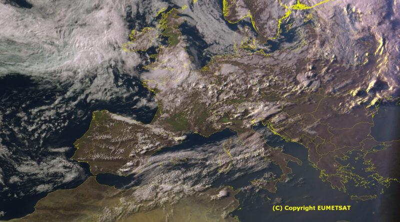 Corpi nuvolosi in arrivo dal Mediterraneo occidentale favoriranno annuvolamenti anche sulle regioni centrali con possibili rovesci tra Abruzzo e Molise. Instabilità in aumento tra mercoledì sera e giovedì